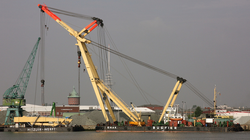 Enhanced capacity for handling ultra-heavy cargoes – 600-ton crane now stationed in Port of Hamburg